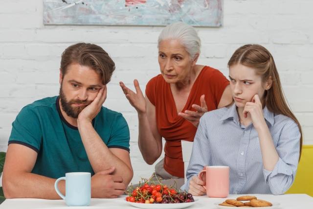 姑(義母)との同居が原因で離婚しそうになった人、離婚した人10人の体験談!