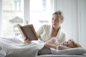 2〜3歳の寝かしつけにイライラ!早く寝かせられてるママ20人方法やコツを聞いてみました!